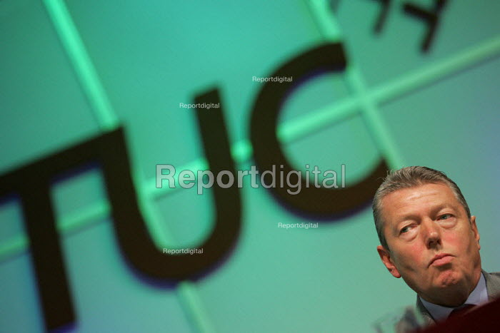 Alan Johnson MP speaks at the TUC Conference, Brighton. - Jess Hurd - 2004-09-14