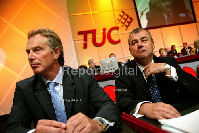 Prime Minister Tony Blair and Brendan Barber at the TUC, Brighton. - Jess Hurd - 2004-09-13
