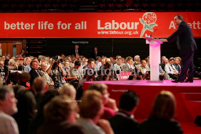 John Prescott MP speaks Labour Party Conference. Brighton. - Jess Hurd - 2004-09-26