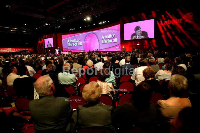 Gordon Brown MP speaks Labour Party Conference. Brighton. - Jess Hurd - 2004-09-27