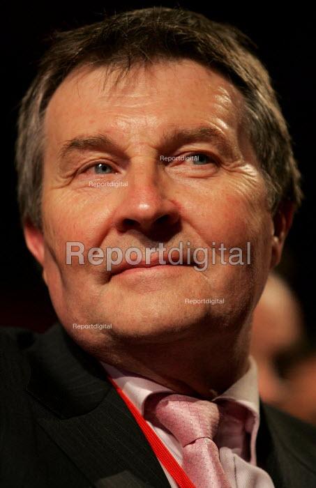 Derek Simpson AMICUS. Labour Party Conference. Brighton. - Jess Hurd - 2004-09-27
