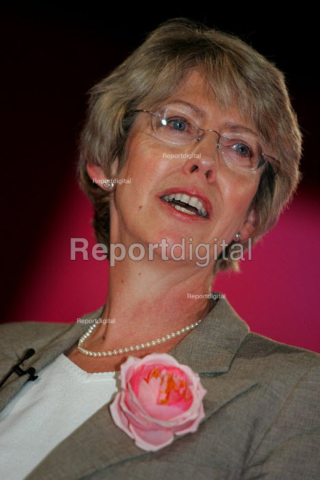 Patricia Hewitt MP speaks Labour Party Conference. Brighton. - Jess Hurd - 2004-09-27