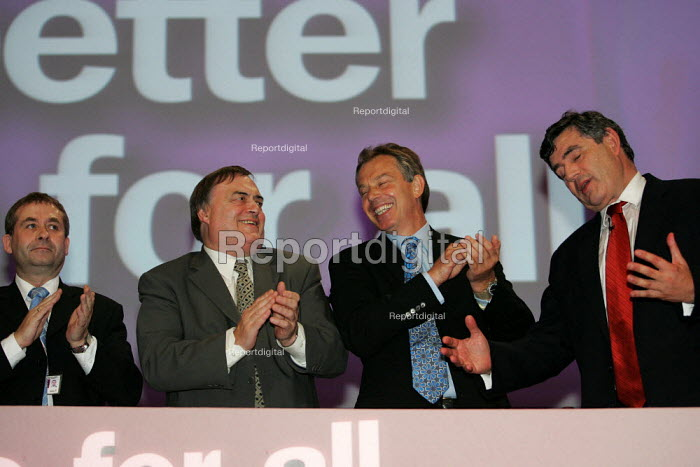 Applause afterGordon Brown MP speaks at Labour Party Conference. Brighton. - Jess Hurd - 2004-09-27