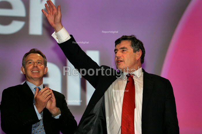 Applause after Gordon Brown MP speaks at Labour Party Conference. Brighton. - Jess Hurd - 2004-09-27