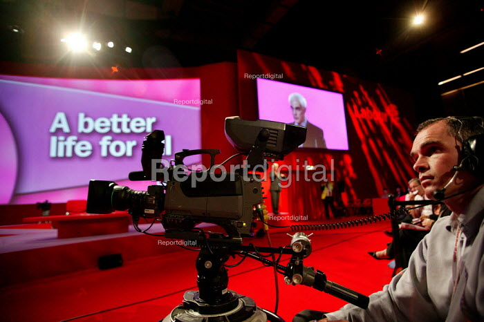 Conference cameraman films Alistair Darling MP speaking at Labour Party Conference. Brighton. - Jess Hurd - 2004-09-27