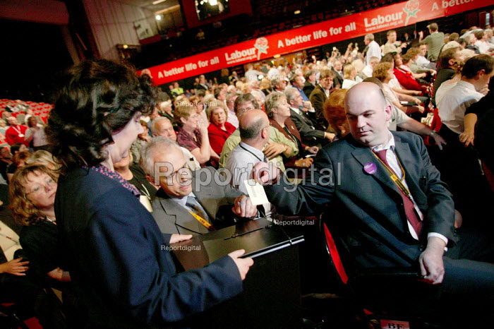 Kevin Curran GMB during a card vote for rail nationalisation. Labour Party Conference. Brighton. - Jess Hurd - 2004-09-27