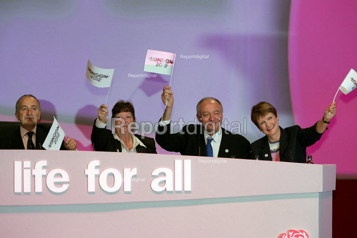 Ken Livingstone and Tessa Jowell present the London Bid for the Olympics. Labour Party Conference. Brighton. - Jess Hurd - 2004-09-28