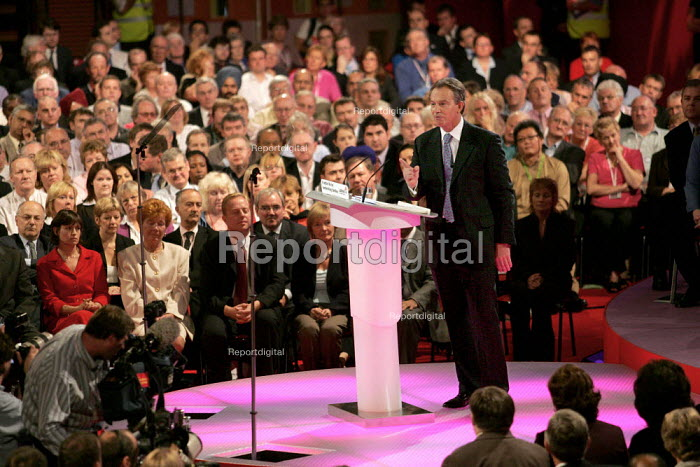 Tony Blair PM speaks at Labour Party Conference. Brighton. - Jess Hurd - 2004-09-28