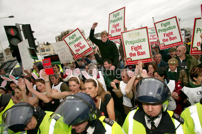 Countryside Alliance pro hunting rally Labour Party Conference, Brighton. - Jess Hurd - 2004-09-28