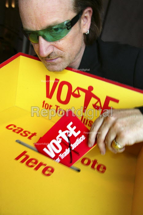 Bono, lead singer of rock band U2. votes for Trade Justice. - Jess Hurd - 2004-09-29