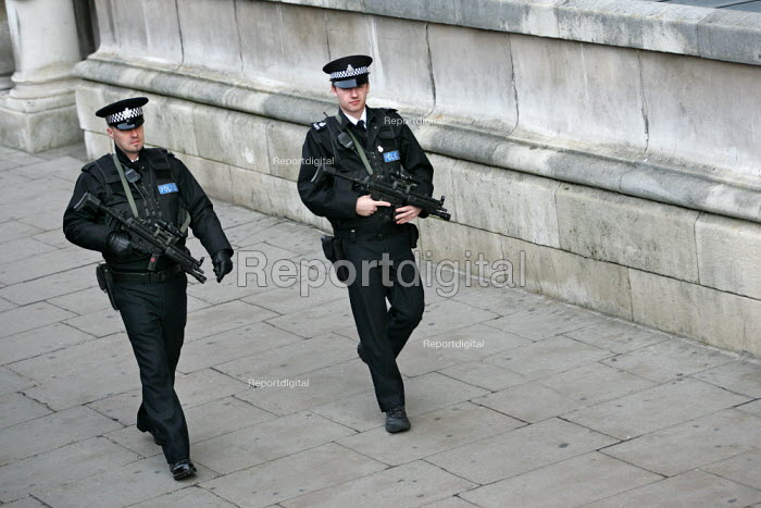 Armed police officers patrol, protecting government departments in Whitehall. london. - Jess Hurd - 2004-11-05
