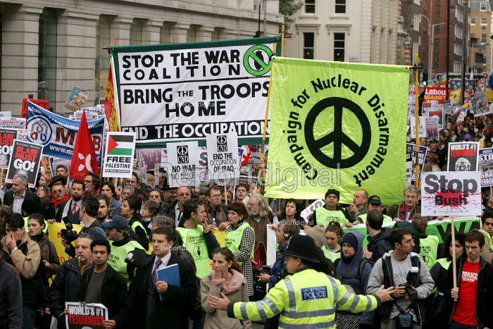 Anti war demonstration at the end of the European Social Forum held at Alexandra Palace. London. - Jess Hurd - 2004-10-17
