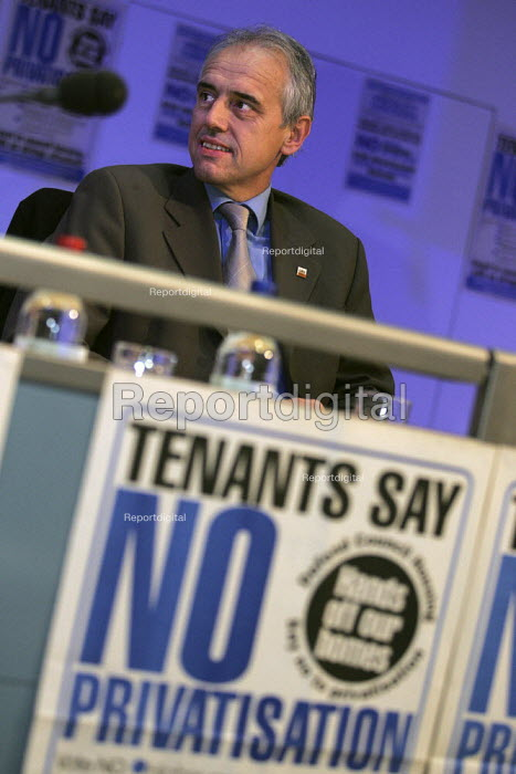 Kevin Curran GMB speaks at a Defend Council Housing National Conference. Congress House. London. - Jess Hurd - 2004-10-29