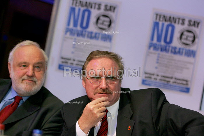Frank Dobson MP and Alan Richie UCATT Gen Sec at a Defend Council Housing National Conference. Congress House. London. - Jess Hurd - 2004-10-29