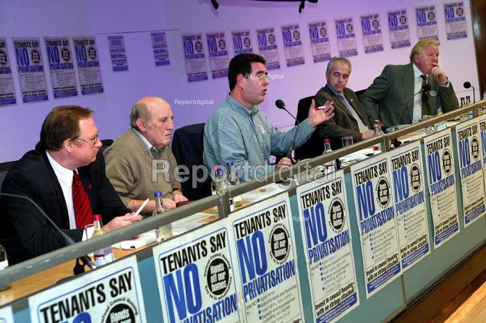 Alan Richie UCATT, Frank Chance, Alan Walter, Kevin Curran GMB and Ken Purchase MP at a Defend Council Housing National Conference. Congress House. London. - Jess Hurd - 2004-10-29
