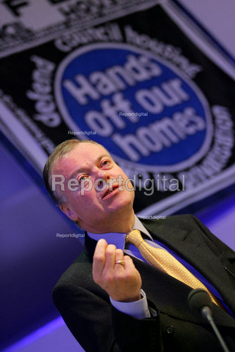 Clive Betts MP speaks at a Defend Council Housing National Conference. Congress House. London. - Jess Hurd - 2004-10-29
