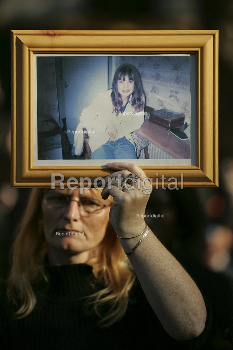 Mother holds a picture of her dead daughter Petra Blanksby 19 yrs who died in police custody. United Families and Friends Campaign march to Downing Street. London. - Jess Hurd - 2004-10-30