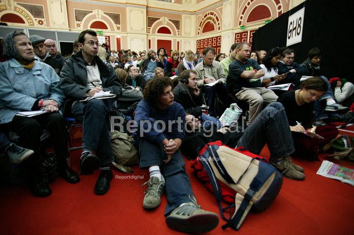 Delegates using audio translating equipment at the European Social Forum, Alexandra Palace. - Jess Hurd - 2004-10-15