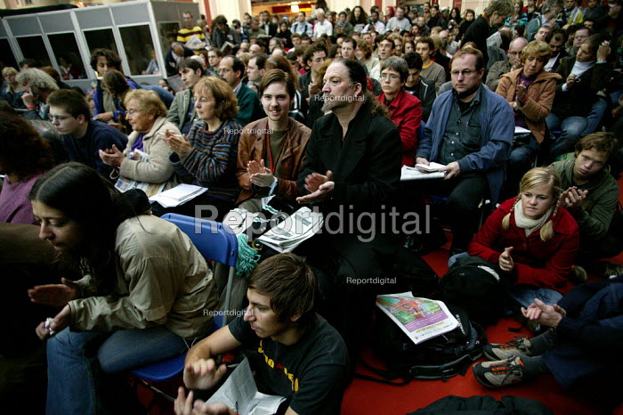 Delegates at the European Social Forum, Alexandra Palace. - Jess Hurd - 2004-10-15
