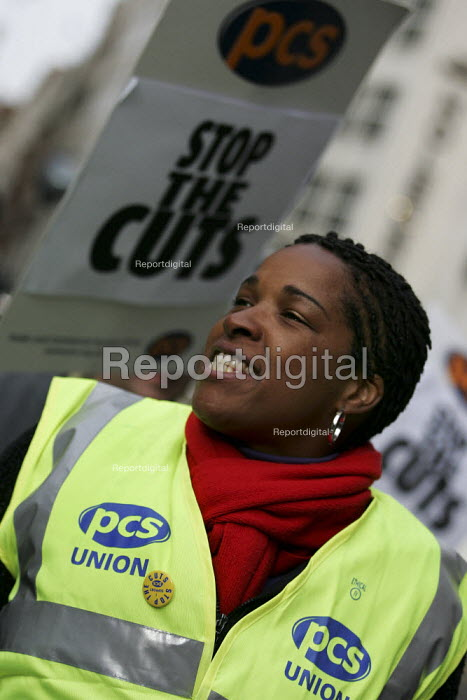 Civil Service Union one day strike against job cuts. London. - Jess Hurd - 2004-11-05