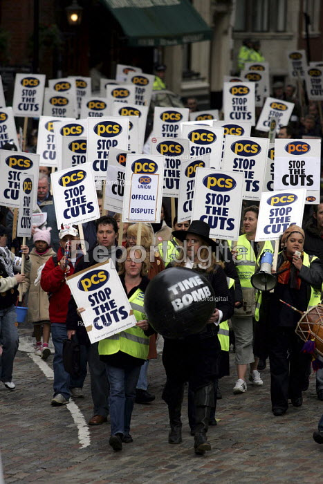 Guy Fawkes leads the PCS Civil Service Union one day strike against job cuts. London. - Jess Hurd - 2004-11-05
