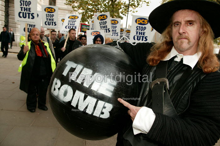 Guy Fawlks warns of a Civil Service Time Bomb. PCS Union one day strike against job cuts. London. - Jess Hurd - 2004-11-05