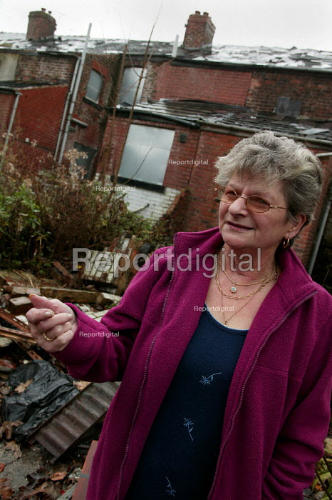 Cath Tyson resident in a derelict street in Lower Broughton, City of Salford. - Jess Hurd - 2004-11-08