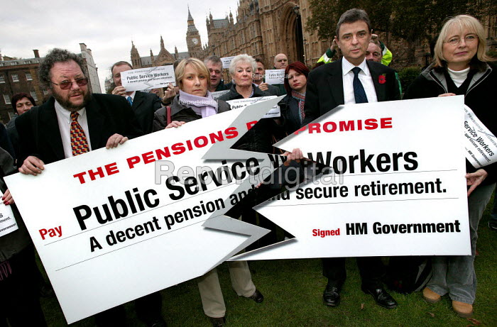 Dave Prentis UNISON and other public service workers at a TUC organised Pensions lobby of parliament and rally. Westminster, London. - Jess Hurd - 2004-11-16