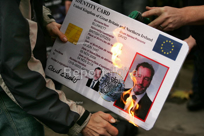 No to Identity Cards Campaign burn an ID card outside an IPPR hosted event with MP David Blunkett. London. - Jess Hurd - 2004-11-17