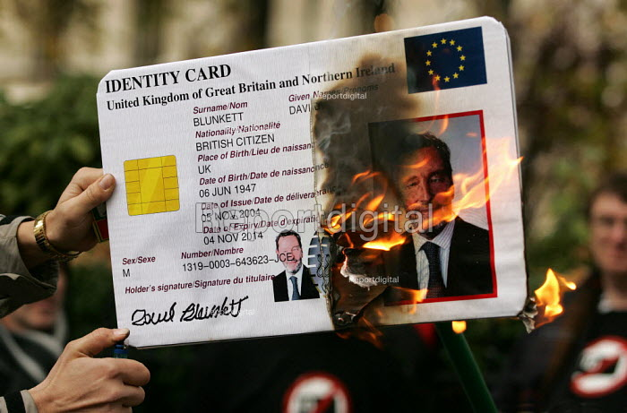 No to Identity Cards Campaign burn ID Cards outside an IPPR hosted event with MP David Blunkett. London. - Jess Hurd - 2004-11-17
