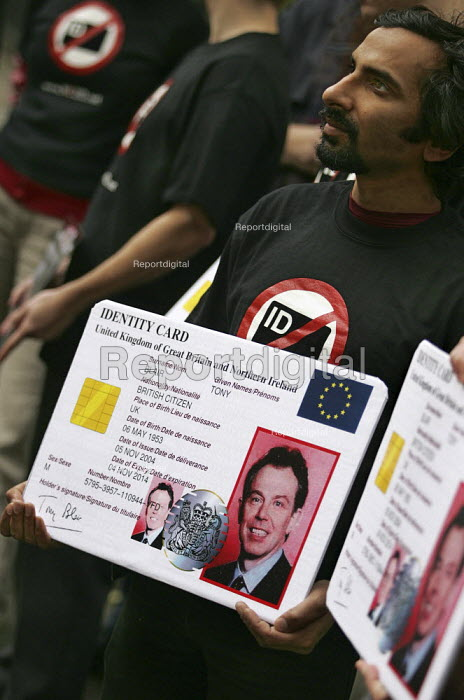 No to Identity Cards Campaign outside an IPPR hosted event with MP David Blunkett. London. - Jess Hurd - 2004-11-17