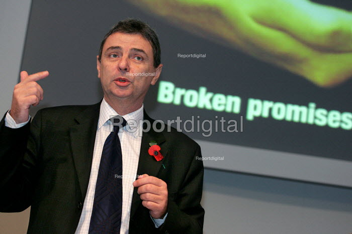 Dave Prentis UNISON speaks at a TUC organised Pensions lobby of parliament and rally. Westminster, London. - Jess Hurd - 2004-11-16