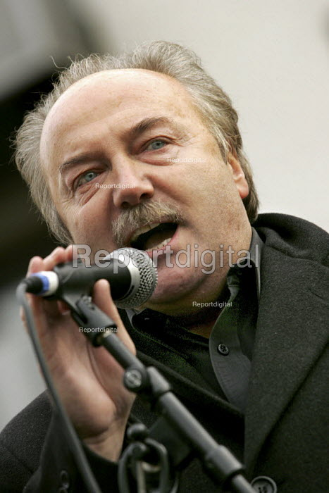 George galloway MP speaks at a Stop the War demonstration calling for an end to the occupation of Iraq, Tower Hamlets, East London. - Jess Hurd - 2004-11-27