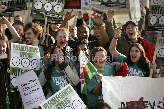 Students cheer as the National Union of Students (N.U.S.) National Demonstration against tuition fees, Cardiff. - Jess Hurd - 2004-12-02