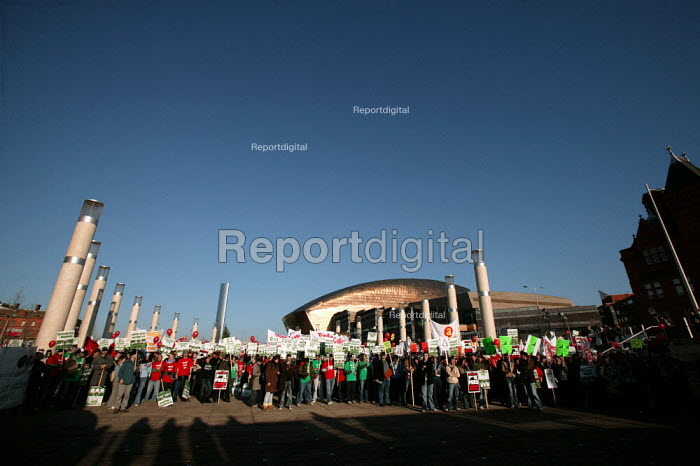 NUS students protest against tuition fees in front of the Millennium Centre, Cardiff Bay, Cardiff. - Jess Hurd - 2004-12-02