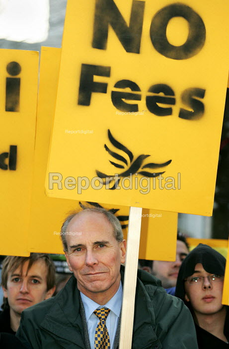 Liberal Democrat Education Spokesperson David Rendell MP, joins a National Union of Students (N.U.S.) National Demonstration against tuition fees in Cardiff. - Jess Hurd - 2004-12-02