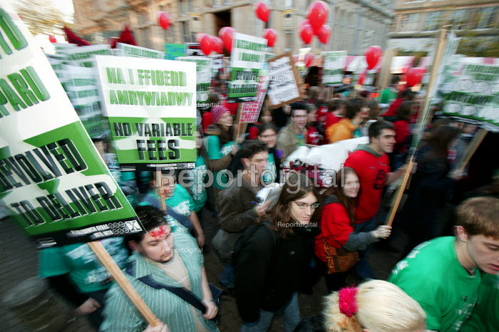 Students march on the National Union of Students (N.U.S.) National Demonstration against tuition fees, Cardiff. - Jess Hurd - 2004-12-02