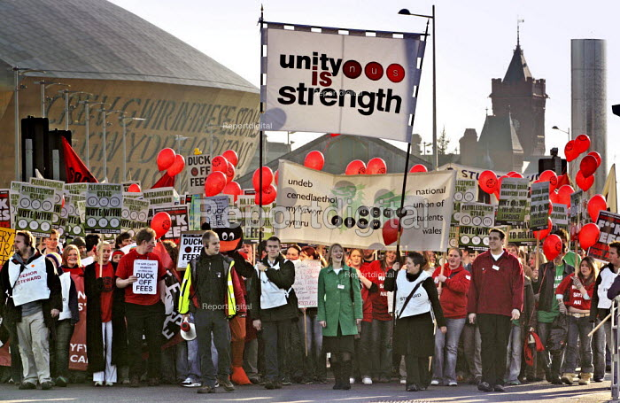 Students led by Kat Fletcher (C) President, NUS students protest against tuition fees in front of the Millennium Centre, Cardiff Bay, Cardiff. - Jess Hurd - 2004-12-02