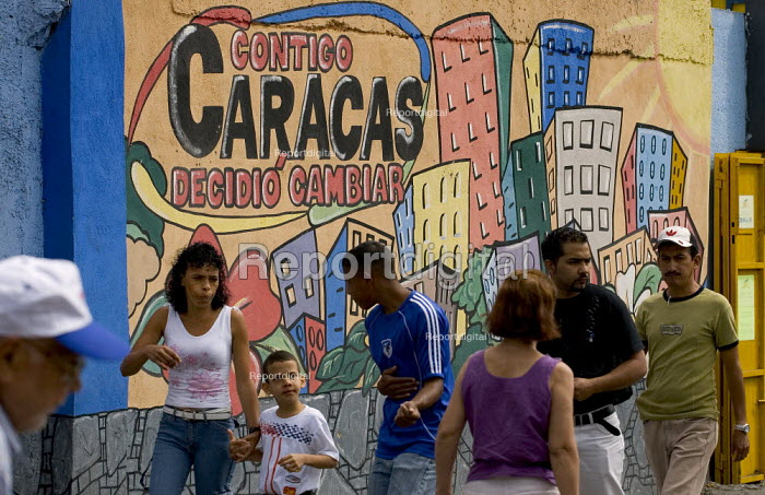 23th January Barrio- 23 De Enero, one of the most radical neighbourhoods in Caracas with a history of armed struggle. Caracas, Bolivarian Republic of Venezuela. - Jess Hurd - 2006-01-21