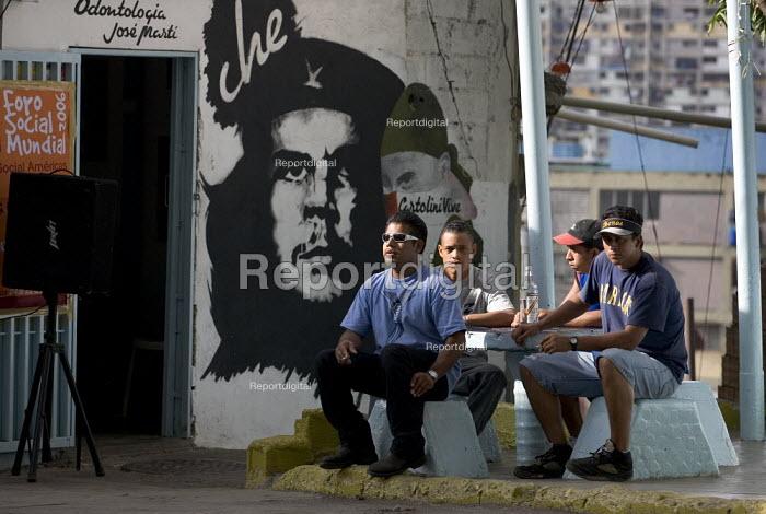 23th January Barrio- 23 De Enero, one of the most radical neighbourhoods in Caracas with a history of armed struggle. Caracas, Bolivarian Republic of Venezuela. - Jess Hurd - 2006-01-21