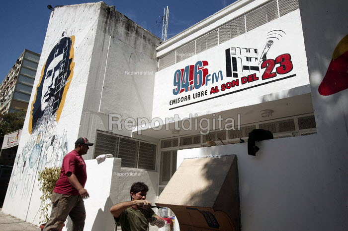 A former police station is converted into a coordination centre in the 23th January Barrio- 23 De Enero, one of the most radical neighbourhoods in Caracas with a history of armed struggle. Caracas, Bolivarian Republic of Venezuela. - Jess Hurd - 2006-01-21