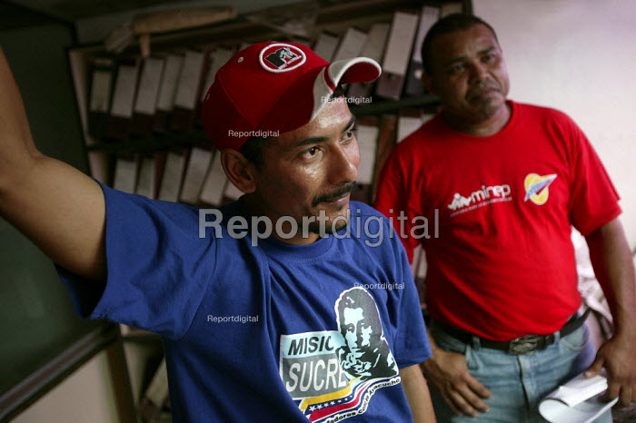 Workers at Invepal paper factory which is being run as a co-op after an occupation against its owners. The factory is 51 owned by the state and 49 workers. Moron, Bolivarian Republic of Venezuela. - Jess Hurd - 2006-01-26
