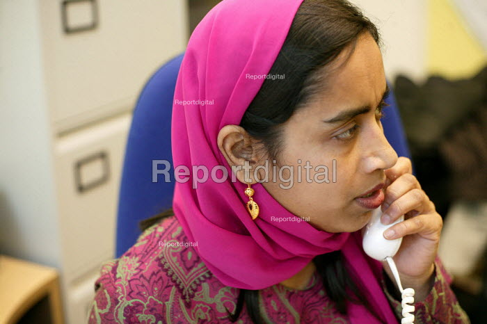 Community worker at the Ocean Womens Centre, Ocean Estate, Tower Hamlets, East London. - Jess Hurd - 2005-01-19