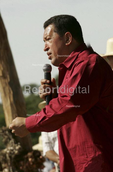 President Hugo Chavez of Venezuela visits a Movimento dos Trabalhadores Rurais Sem Terra (MST, Landless Workers Movement) occupation in Tapes. World Social Forum, Porto Alegre Brazil. - Jess Hurd - 2005-01-30