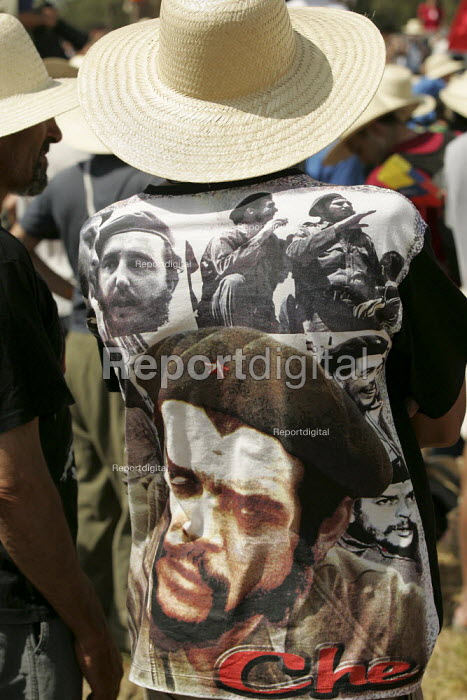 Caipiras wears a Che Guevara T shirt listening to President os Movimento dos Trabalhadores Rurais Sem Terra (MST, Landless Workers Movement) occupation in Tapes. World Social Forum, Porto Alegre Brazil. - Jess Hurd - 2005-01-30