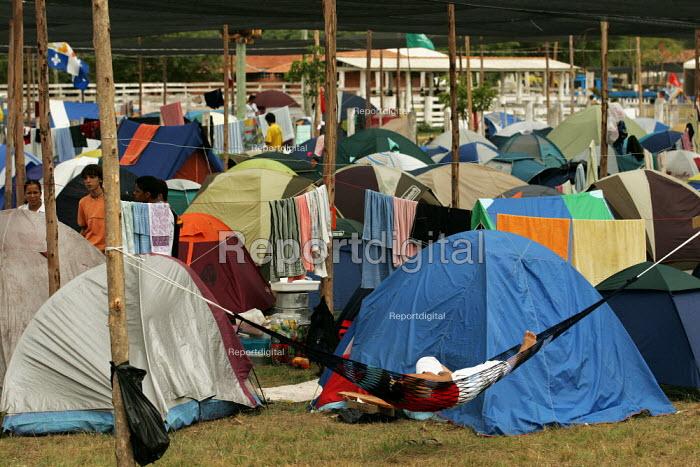 World Social Forum, Porto Alegre Brazil. Delegates arrive at the youth camp. - Jess Hurd - 2005-01-24