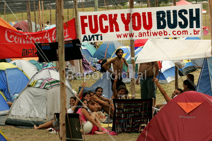 World Social Forum, Porto Alegre Brazil. Fuck You Bush delegates arrive at the youth camp. - Jess Hurd - 2005-01-24