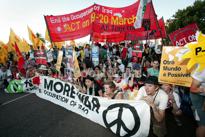 Anti war protesters join the opening demonstration of the World Social Forum, Porto Alegre Brazil. - Jess Hurd - 2005-01-25