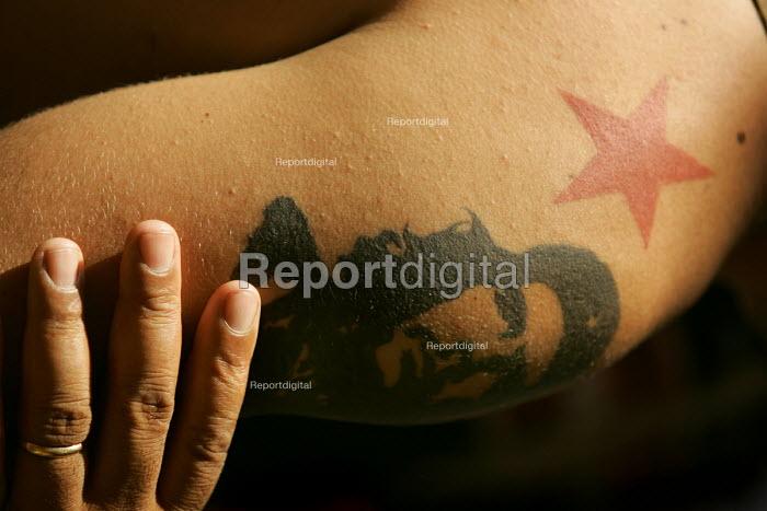 Che Guevara tattoo at the World Social Forum, Porto Alegre Brazil. - Jess Hurd - 2005-01-28