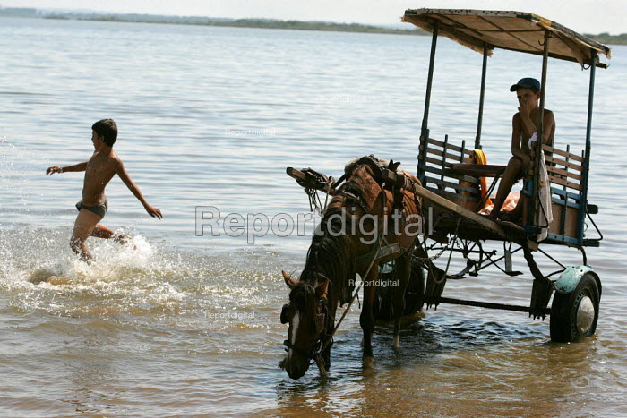 Brazilian children play in the sea at the World Social Forum, Porto Alegre Brazil. - Jess Hurd - 2005-01-28